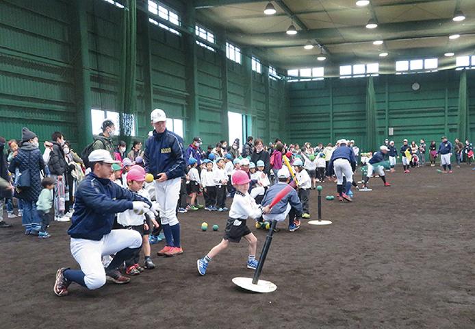 済美球技場で開催される野球教室