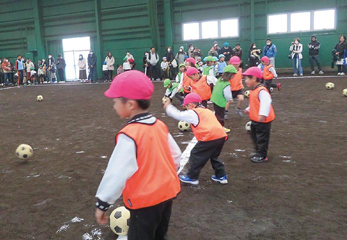 済美球技場で開催されるサッカー教室